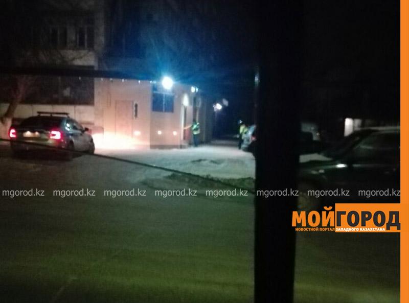 Новости Уральск - Попытка ограбления в Уральске: грабители ударили по стеклу обменника 39 раз гантелью