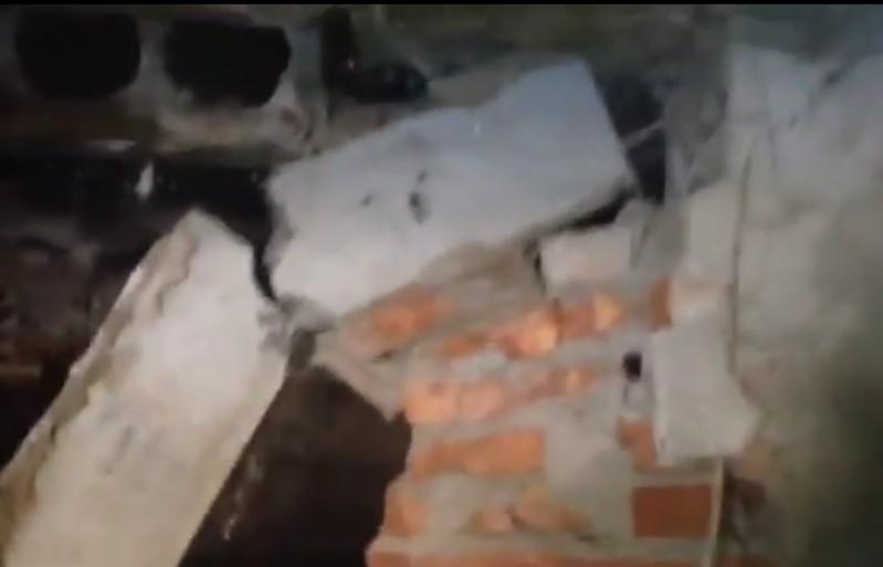 В Атырауской области в двухэтажке обвалился пол (видео)