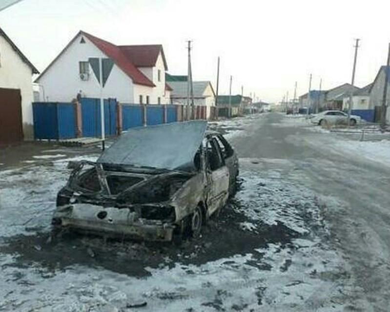 Новости - На окраине Атырау полностью сгорел автомобиль