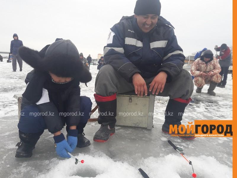 Новости - В Атырауские рыбаки отдали весь свой улов одиноким пенсионерам (видео)