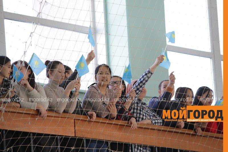 Студентов учат играть в асык ату в Уральске