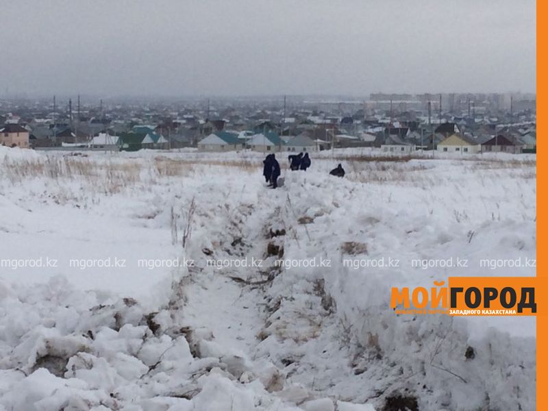 Новости Уральск - Больше 1000 человек очищают Уральск от снега