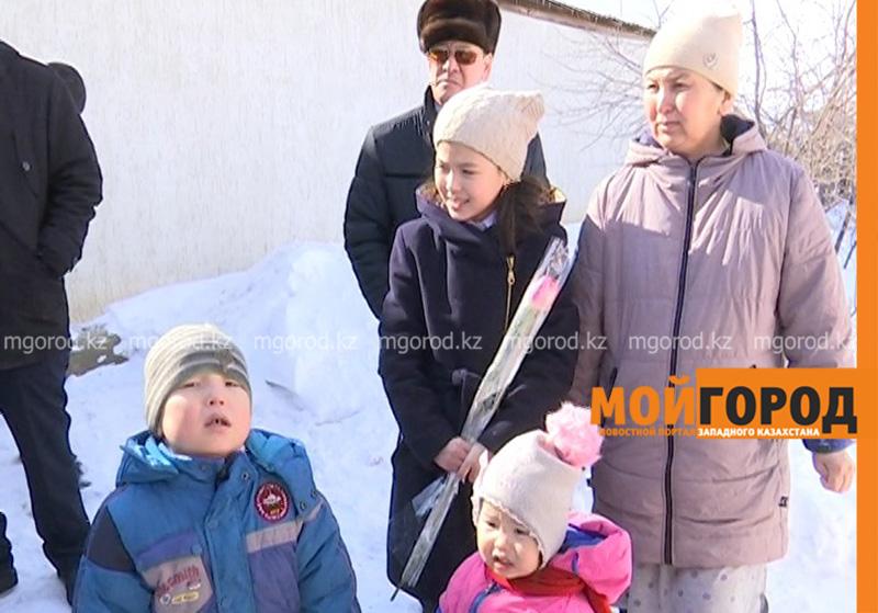 Новости Уральск - Многодетной семье в ЗКО подарили дом