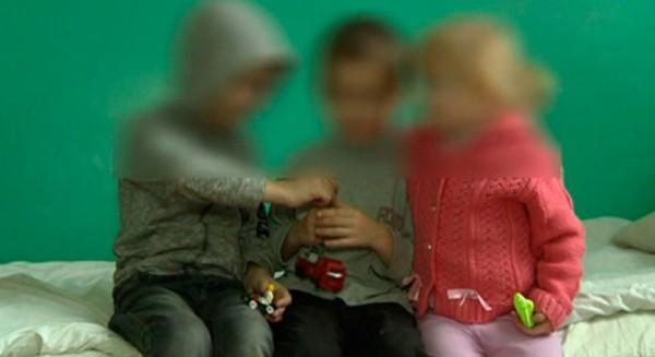 В Атырау мать троих несовершеннолетних детей ограничили в родительских правах