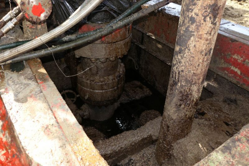 В Атырауской области произошел разлив нефти (видео)