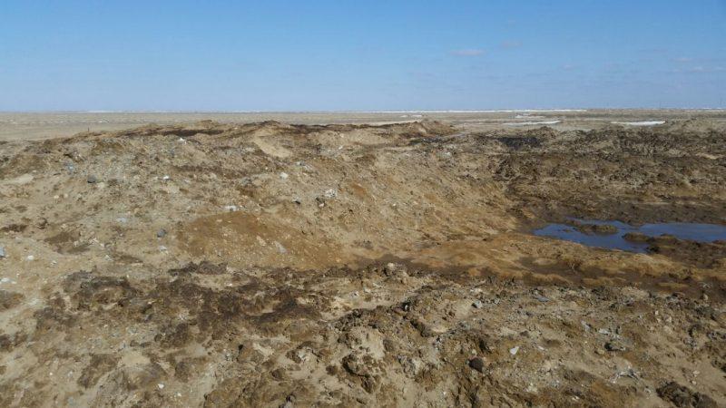 В Атырауской области предприятие незаконно сливало нефтешламы в почву (видео)