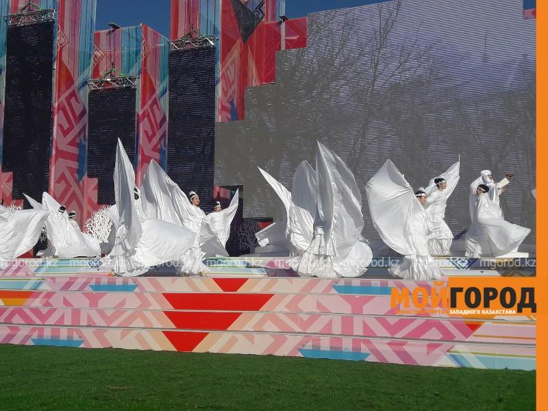 700 артистов из 5 стран приняли участие в открытии международного форума в Атырау