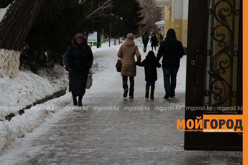 Новости Уральск - Тротуары Уральска превратились в каток