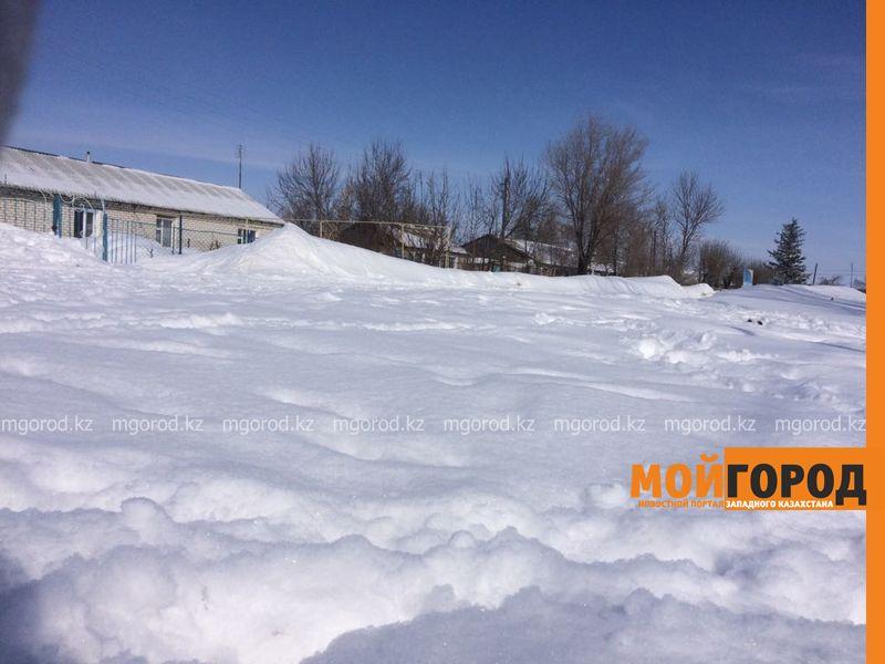 Студенты из села не могут добраться на учебу в город из-за снежных заносов в ЗКО