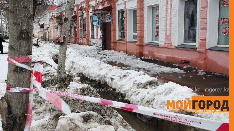 Новости Уральск - Наказать виновного намерены родные погибшего от глыбы льда мужчины в Уральске