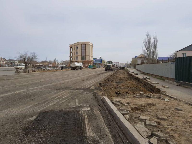 В Атырау начались работы по расширению ул. Баймуханова