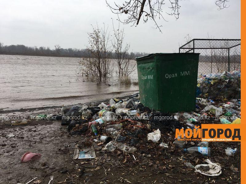 Новости Уральск - Жители Уральска пожаловались на грязные берега водоемов