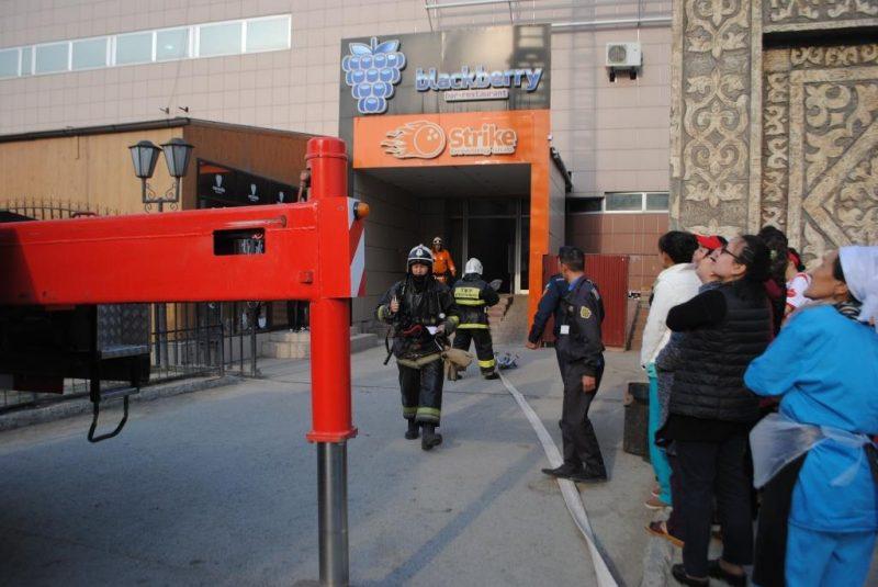 """Новости Атырау - Два """"условных"""" пожара было ликвидировано в торговых центрах Атырау"""