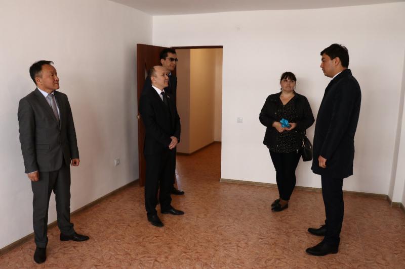 """В Атырау 300 семей получили квартиры по госпрограмме """"Нурлы жер"""""""
