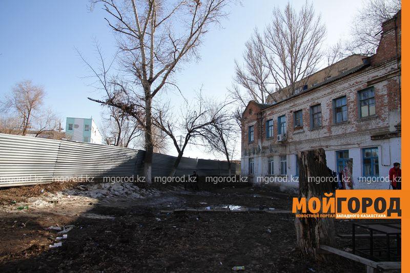Из-за вибраций при строительстве деповского моста рушится двухэтажка в Уральске