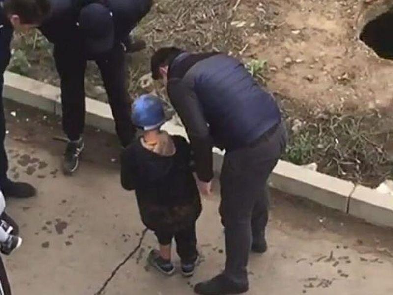 Новости Уральск - 7-летний мальчик упал в люк в Уральске