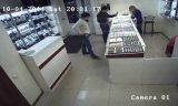 В Атырау мужчина украл золото из ломбарда