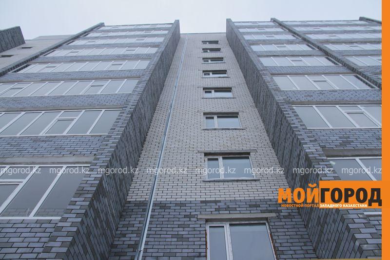 5-летний ребенок выпал из окна многоэтажки в Уральске