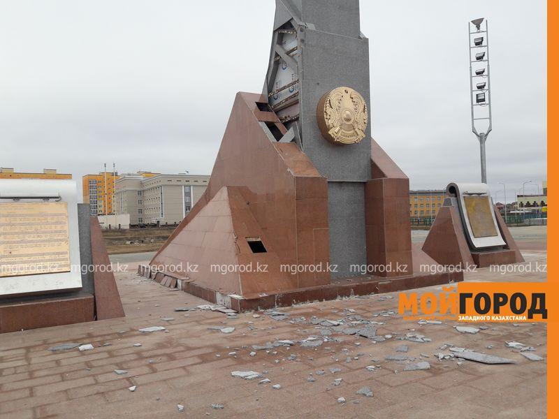 Новости Уральск - В Уральске разрушается монумент Независимости