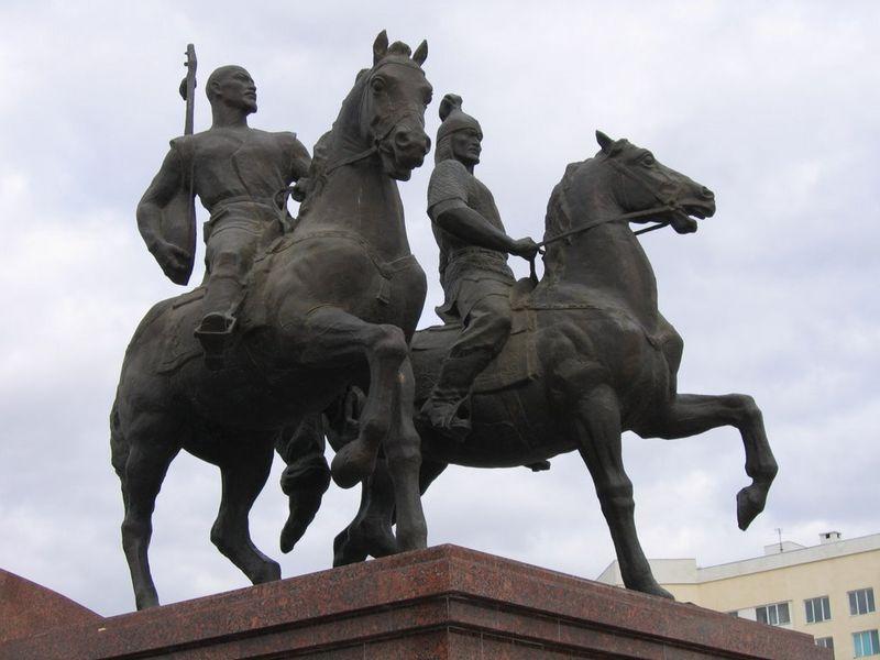 Новости Уральск - Памятник Исатаю и Махамбету установят в Уральске