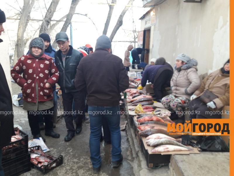 В Атырау проверят несанкционированные рыбные рынки