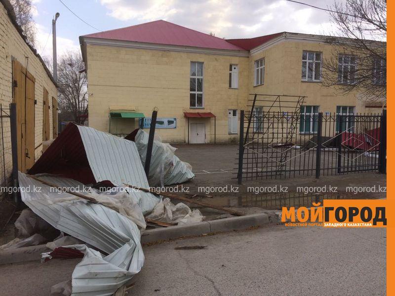 Два человека пострадали от сильного ветра в ЗКО