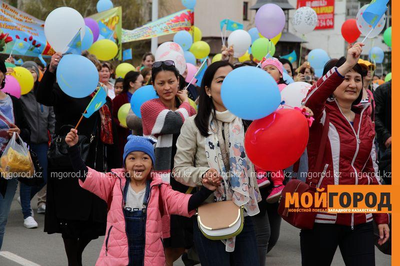 Более 40 тысяч человек приняли участие в первомайском шествии в Уральске