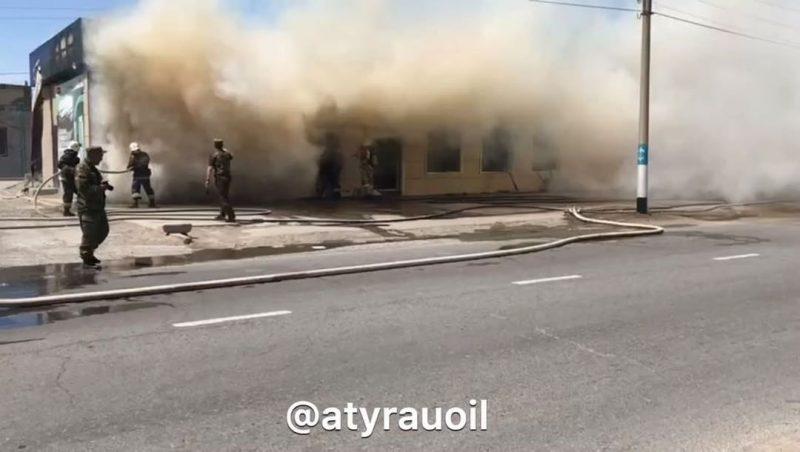 Новости Атырау - В сеть попало видео пожара в мебельном магазине в Атырау