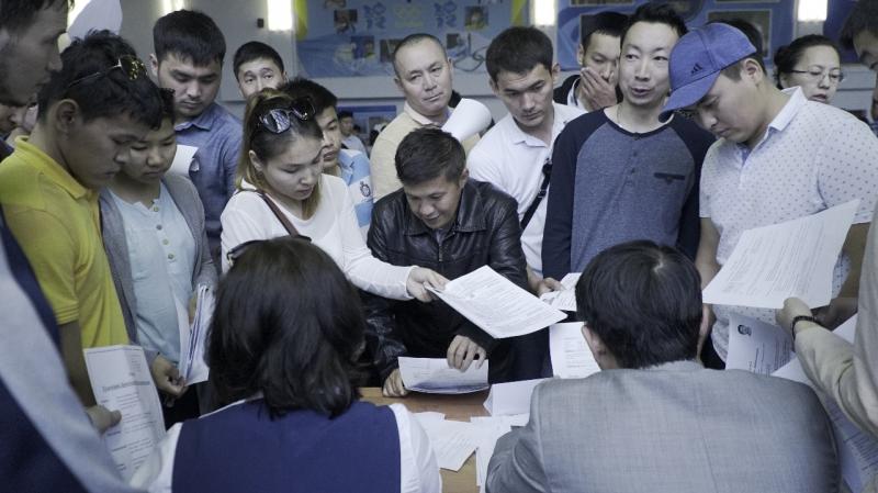 Новости Атырау - Более 2500 человек приняли участие в ярмарке вакансий в Атырау