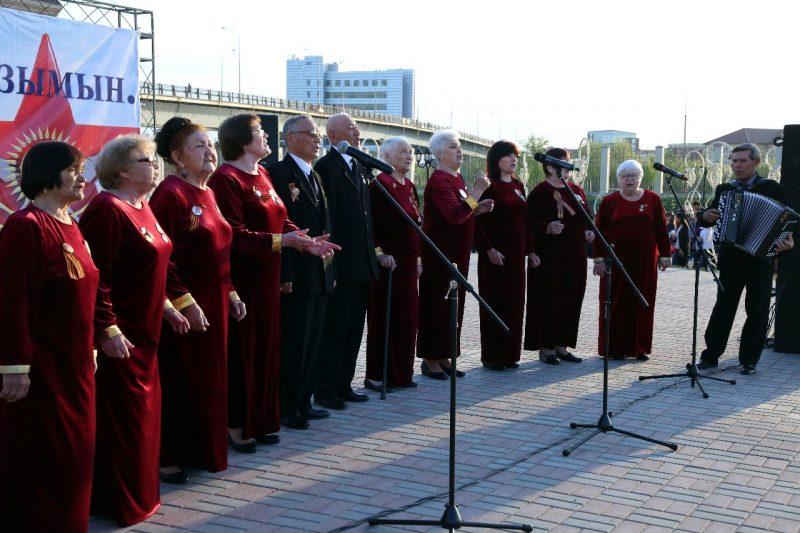 Новости Атырау - Жители Атырау пели песни военных лет и ели солдатскую кашу