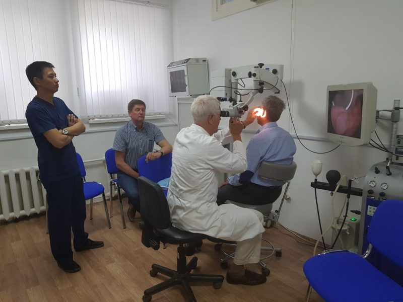 Новости Атырау - 8 операций по улучшению слуха провел в профессор из Германии в Атырау