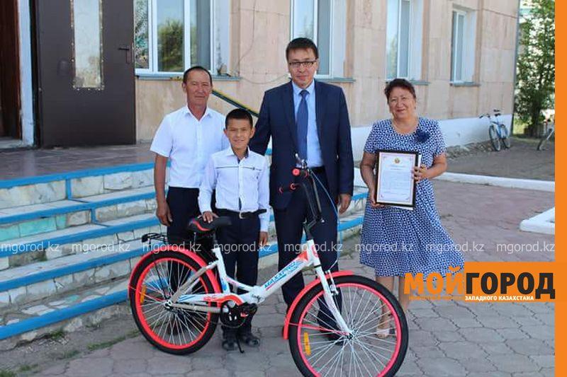 Новости Уральск - Школьнику, спасшему 3-летнего ребенка в ЗКО, подарили велосипед