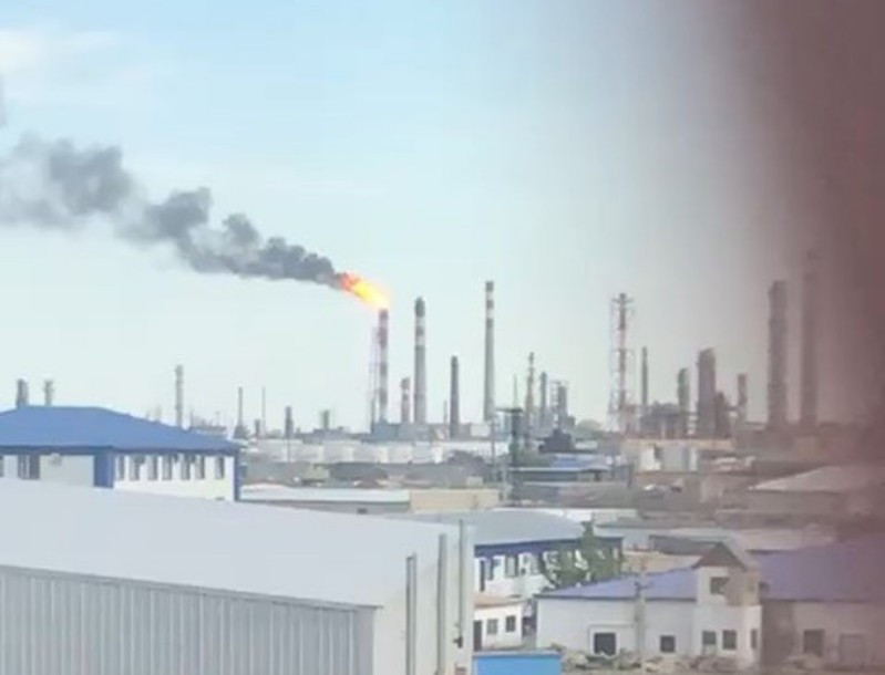 Новости Атырау - На Атырауском НПЗ произошел сброс топливного газа на факел (видео)