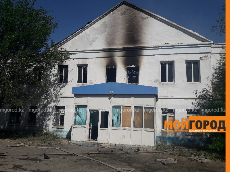 1600 квадратных метров кровли колледжа сгорело в Атырау