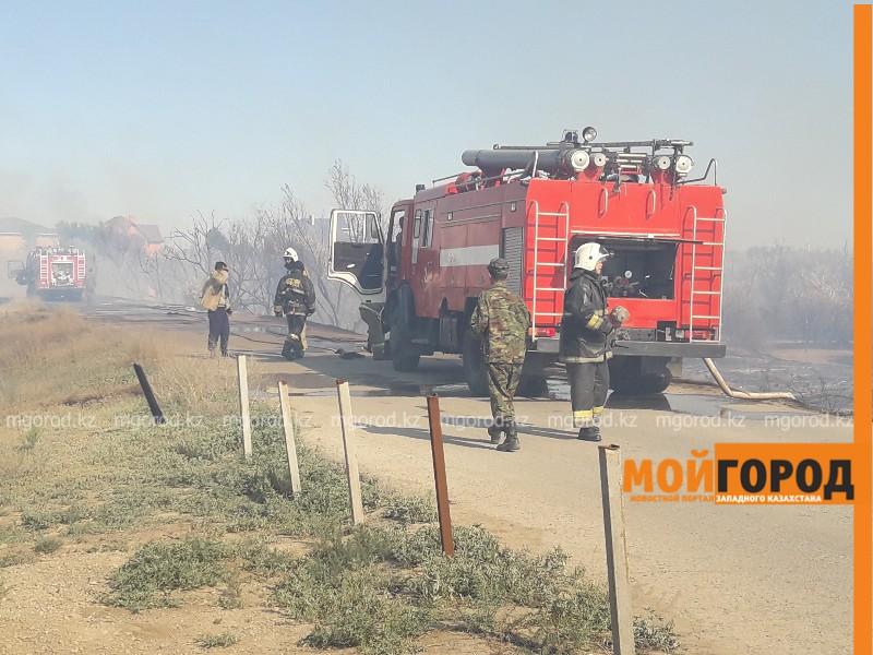3,5 часа тушили пожар за парком Победы в Атырау (видео)