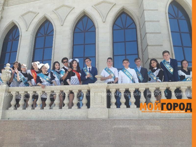 Новости Атырау - В Атырау свыше 2000 старшеклассников окончили школу