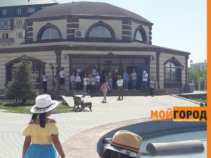 Новости Атырау - Высохшую зелень объяснили в Ретро-парке Атырау