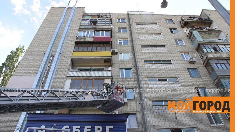 Новости Уральск - Десятки людей эвакуировали из-за пожара в многоэтажке в Уральске (видео)