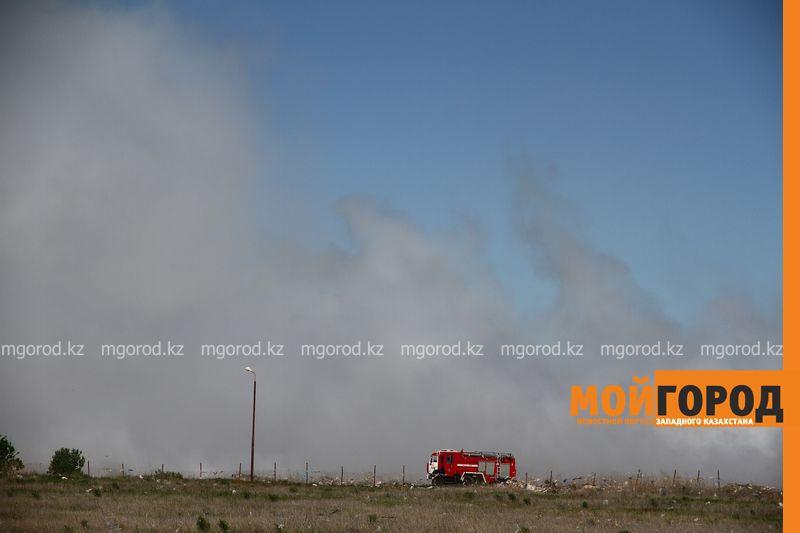 Новости Уральск - Второй день горит мусорный полигон в Уральске