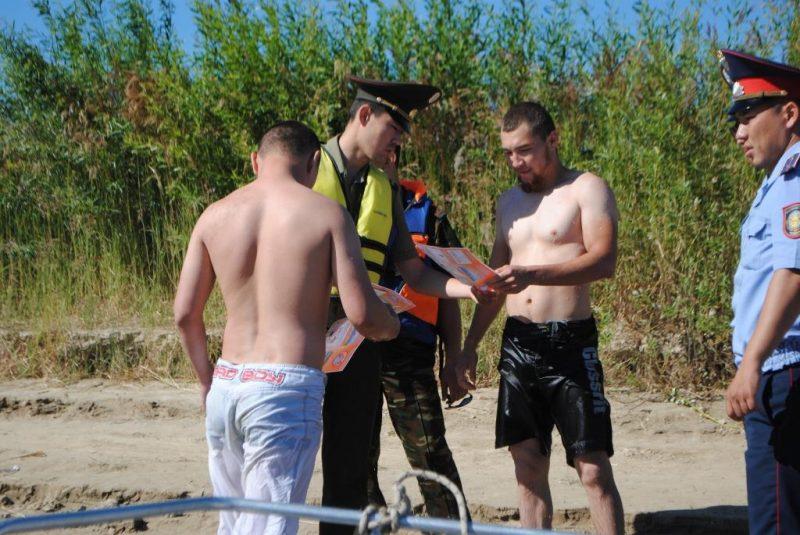 Новости Атырау - В Атырау спасатели проводят рейды по профилактике безопасности на воде