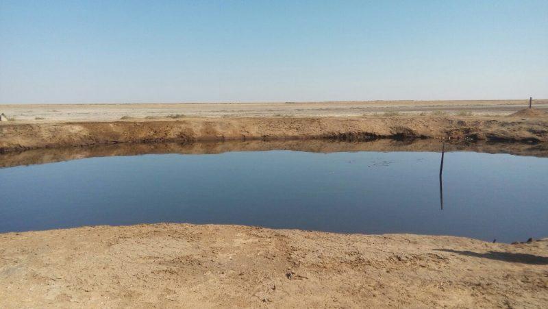 Новости Атырау - «Нефтяное озеро» из заброшенной скважины в Атырауской области заполнено грунтовой водой