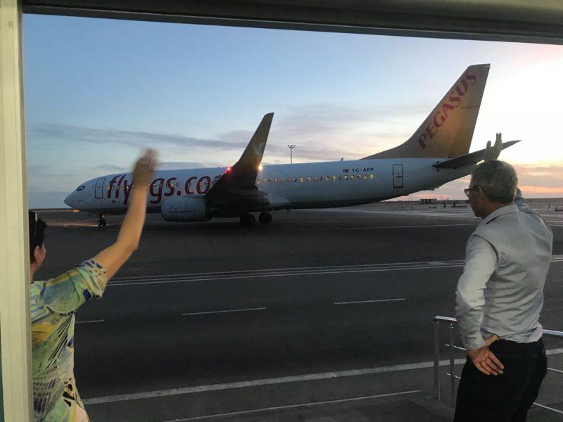 Новости Атырау - Пассажиры самолета, экстренно приземлившегося в Атырау, вылетели в Анталию