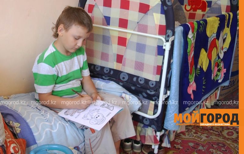 Новости Уральск - Семью мужчины, погибшего вместе с ребенком в септике Уральска, выселяют из общежития (фото, видео)