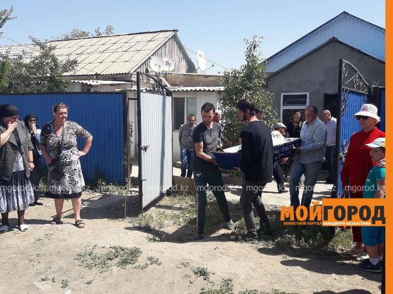 Новости Атырау - Жертв страшной аварии похоронили в Атырау (видео, фото)