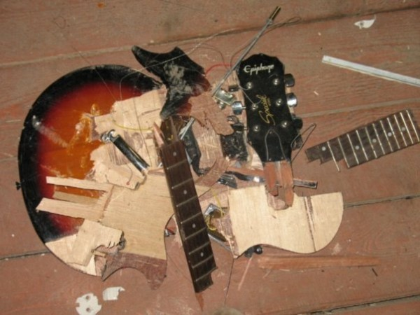 В Атырау отец избил родную дочь гитарой