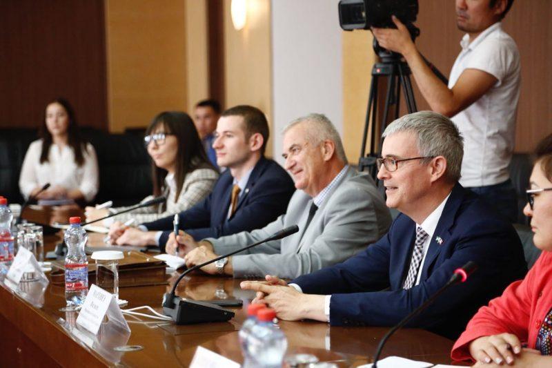 Новости Атырау - Аким Атырауской области встретился с послом Франции