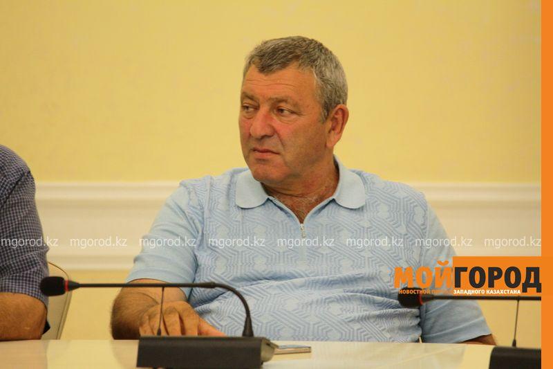 Новости Уральск - Предприниматель из Уральска возмущен тем, что местные товары прячут на нижние полки