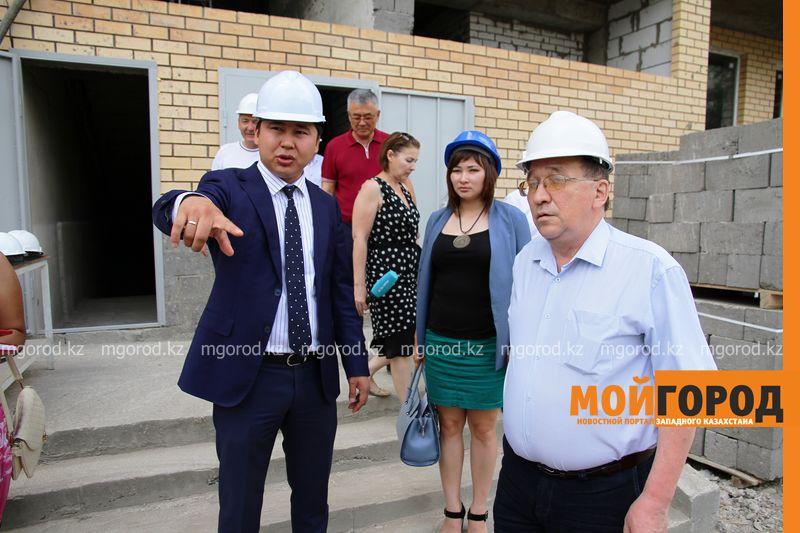 Новости Уральск - Депутат Мажилиса посетил строящийся дом в Уральске