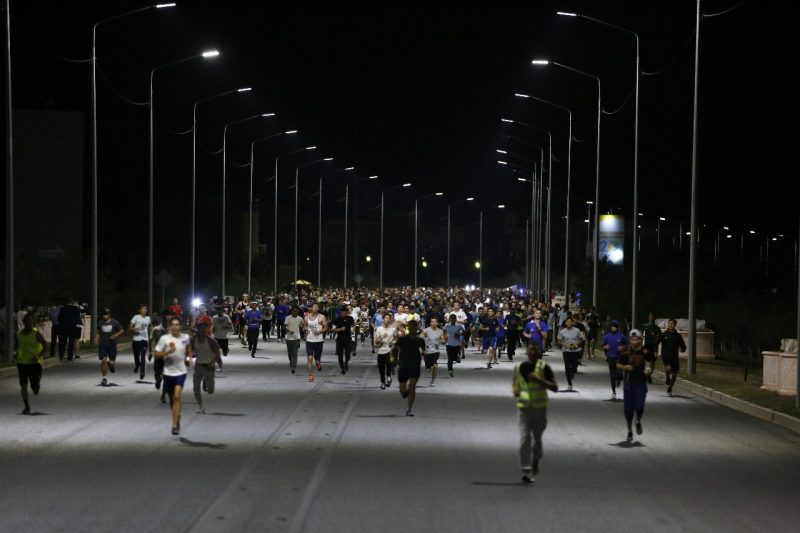 Новости Атырау - Около 2000 бегунов приняли участие в первом ночном марафоне в Атырау
