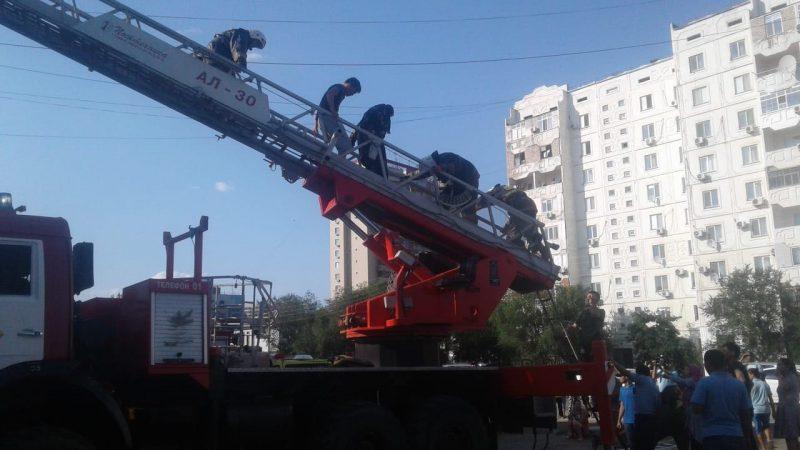 Новости Атырау - 10 человек спасли пожарные из горящего дома в Атырау